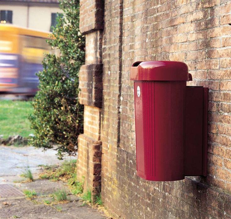 Cubo de basura para exterior de aluminio de pared con tapa Cestino 30 lt - MURO Colección ALUHABITAT by TLF | diseño Studio de Ferrari Architetti