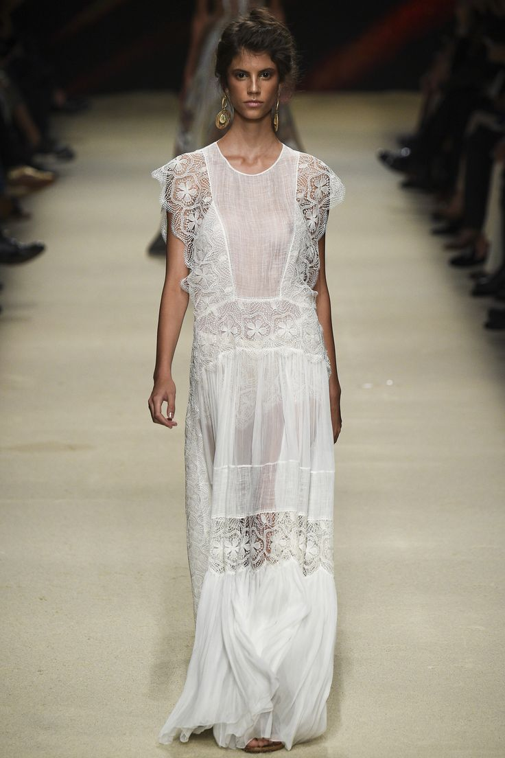 Alberta Ferretti Spring 2016 Ready-to-Wear Fashion Show - Antonina Petkovic