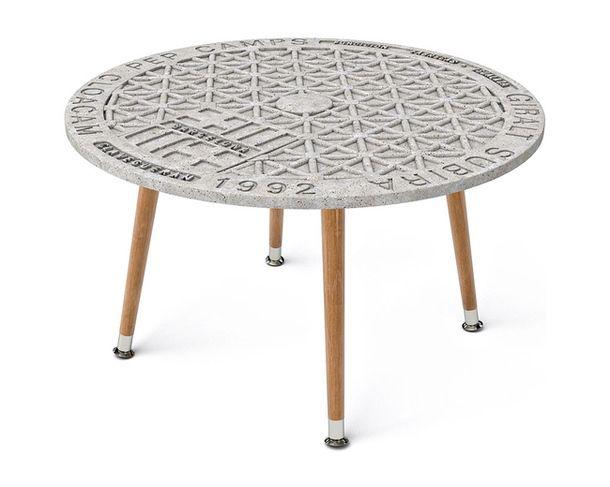 Стол с бетонной столешницей был придуман Семеновымв Барселоне, поэтому так и называется — Barсelona Concrete.