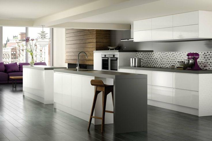 Intérieur moderne de cuisine avec carrelage gris