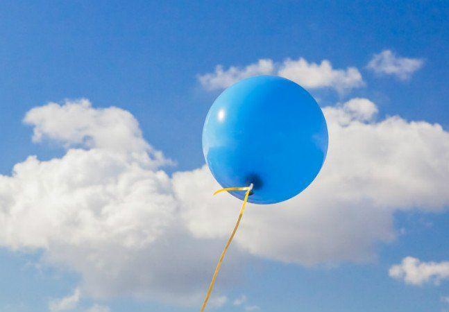 Um homem caminhava com seu cão na Escócia quando encontrou um balão com uma carta amarrada. Ao ler seu conteúdo, Stuart McColl ficou tão emocionado que começou uma missão para tentar encontrar o autor, um garoto que perdeu o pai, provavelmente há pouco tempo. Na carta, o menino conta as novidades ao pai – dizendo que está sob os cuidados da assistência social, pois sua mãe está doente -, diz que sonha com encontrar um bilhete do pai debaixo do seu travesseiro e faz alguns pedidos de Natal…