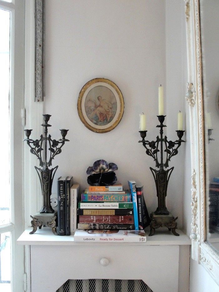 Vintage Paris Bedroom Decor | Black And Gold Were Used As Accent Colours  For Pictures