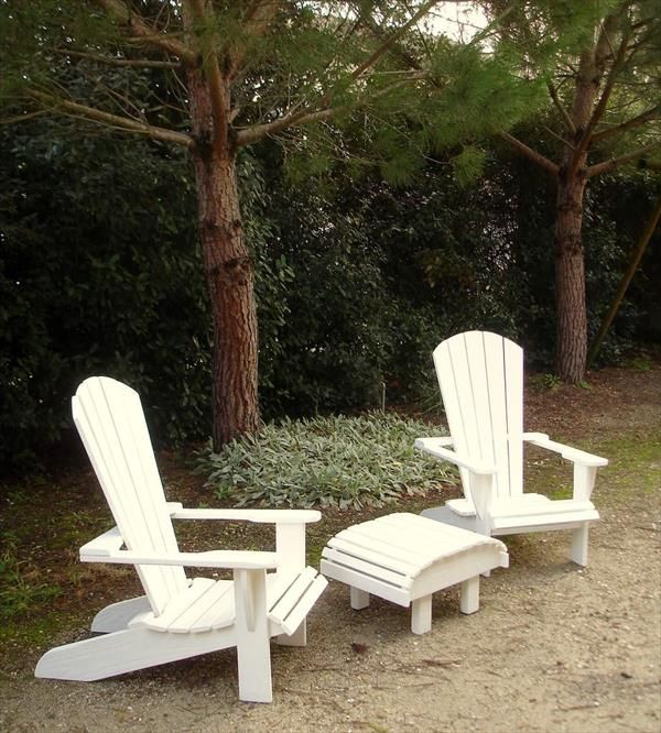 DIY Pallet Adirondack #Chairs with Table | 99 Pallets
