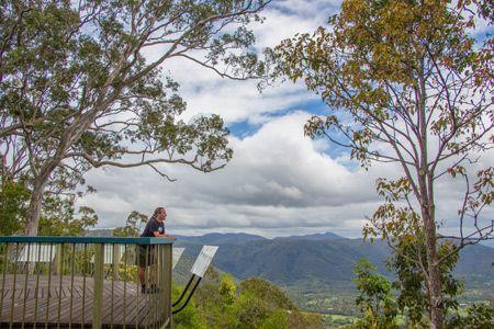 D'Aguilar National Park - einer der vielen schönen Aussichtpunkten in den Bergen des Naturparks, der nur wenige Kilometer westlich von Brisbane liegt. Früher hieß der Park übrigens Brisbane Forest Park.