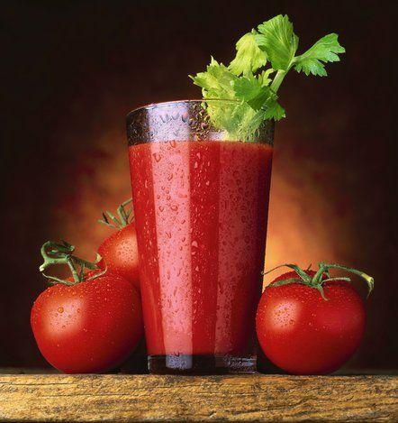Φτιάχνουμε υπέροχο και υγιεινό smoothie ντομάτας.