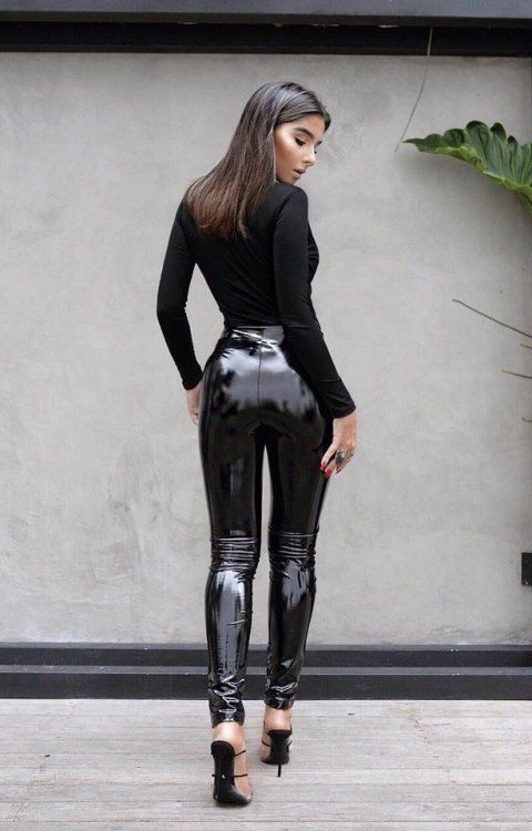 Orgasm tube ass in leather pants