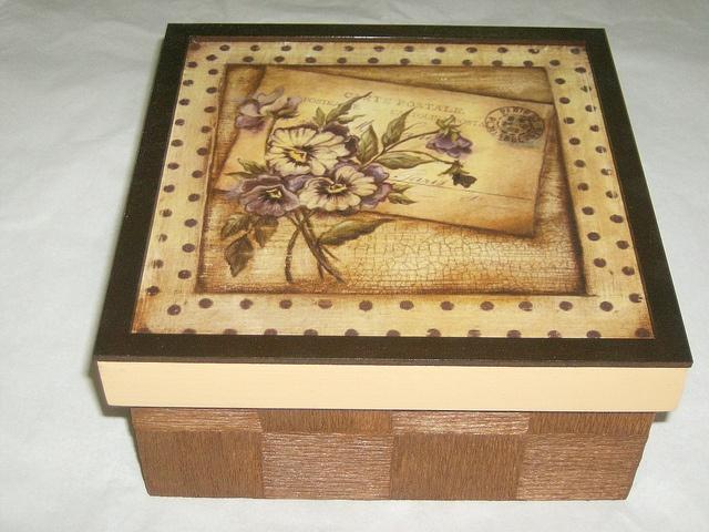 caixa box by Belle Arti DaLila, via Flickr