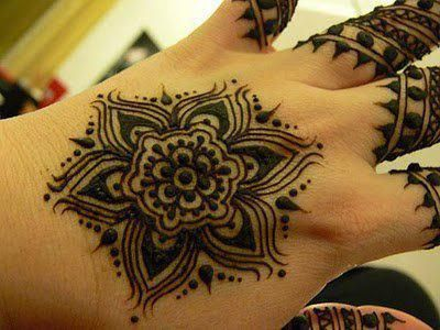 Simple design of mehndi are easy to try and are good start for beginners. These are the Henna design which have been collected over the internet.