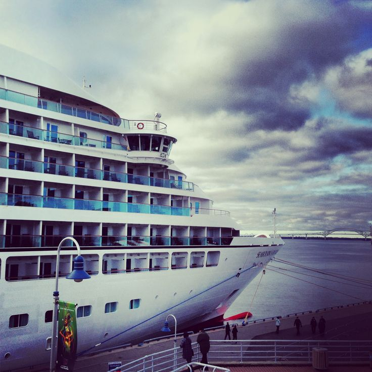 Seabourn Sojourn en escale à Trois-Rivières  http://www.seabourn.com/luxury-cruise-vacation-onboard/Sojourn #croisieres #instagram #troisrivieres