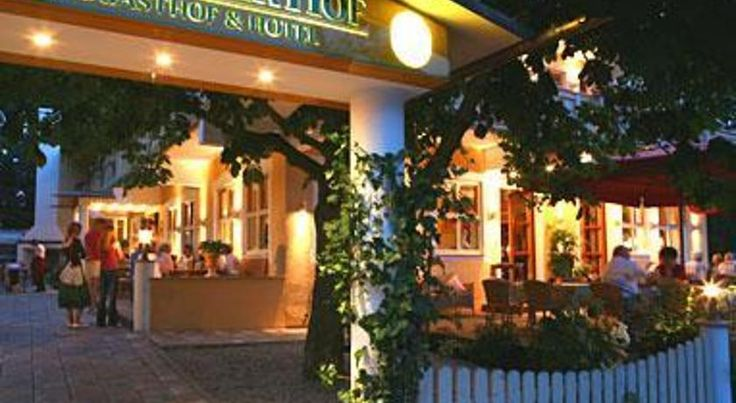 Der Kramerhof Dießen am Ammersee Hotel Der Kramerhof is set 250 metres from the edge of the scenic Lake Ammersee. The hotel features free WiFi, its own shooting gallery and a 2-lane bowling alley.  The Mediterranean-style rooms offer a TV and a private bathroom.