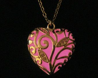 Rosa brillante corazón collar de resplandor en el oscuro artesanal collar colgante Plata (brillo rosa)