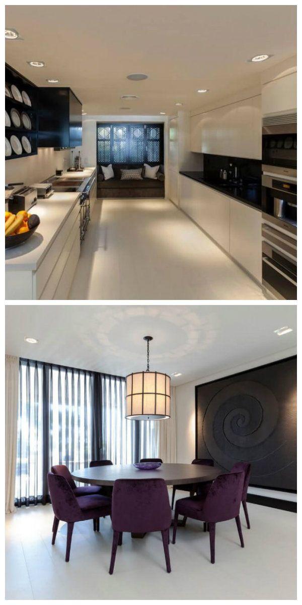 Чтобы кухня в мягком бежевом свете выглядела элегантно, дизайнер не стал использовать массивные светильники над рабочим столом, ограничившись изящными потолочными лампами по обе стороны комнаты. #освещение #подсветка #светодиоды #светодизайн #дизайнсвета #кухня #светильники #светодиодноеосвещение #светодиоднаяподсветка #люстра #светодиоднаялюстра #светодиодныесветильники #дизайн #интерьер #свет #светнакухне #люстрыдлякухни #освещениекухни #освещениенакухне #дизайнкухни #идеидлядома