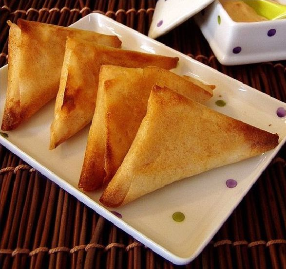 recette triangles au fromage samsa jben de la cuisine tunisienne tunisian cuisine. Black Bedroom Furniture Sets. Home Design Ideas