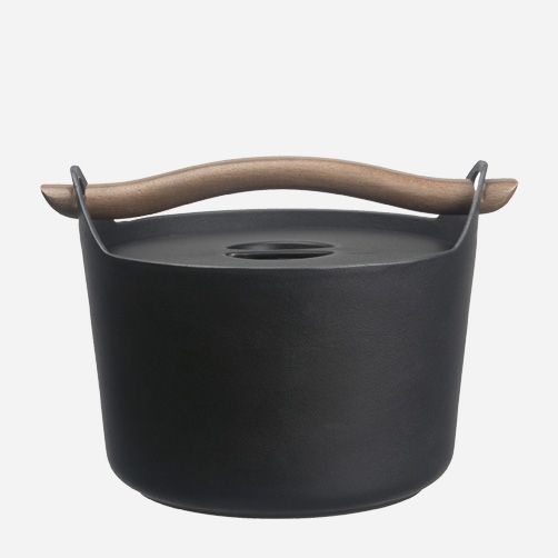 Iittala - Products - Cooking - Sarpaneva - Cast iron casserole 3,0 l, wooden handle