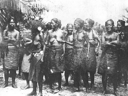 Carolinian Women in Saipan, 1902 Governor Seaton Schroeder at the time decided to deport Carolinians to Saipan...