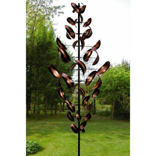Als deze hoge windmolen door de wind gaat draaien is hij adembenemend mooi en dan ook een unieke decoratie voor in de tuin. Mooi Landelijk tuindecoraties en accessoires