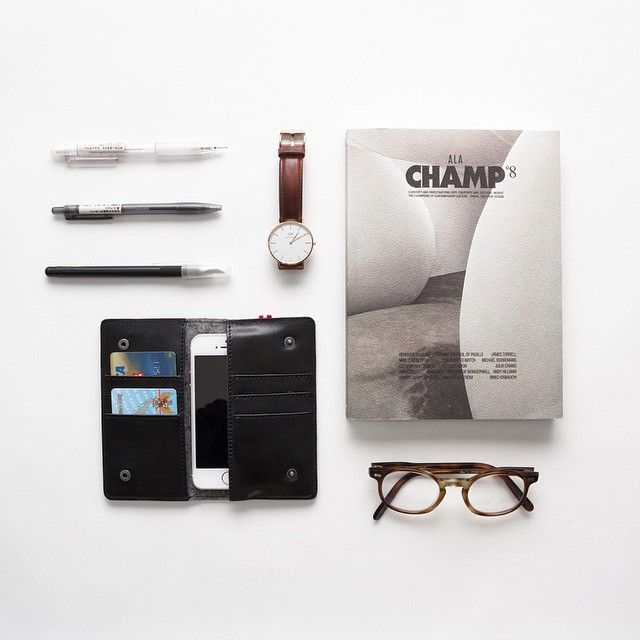 Weekend Essentials: Daniel Wellington Classic St. Mawes, Champ 8 Henrique Oliveira Cover and Hard Graft Mighty Phone Fold Wallet.  Available for purchase at www.thewatch.co  #essentials #thewatchco #danielwellington #champmagazine #hardgraft