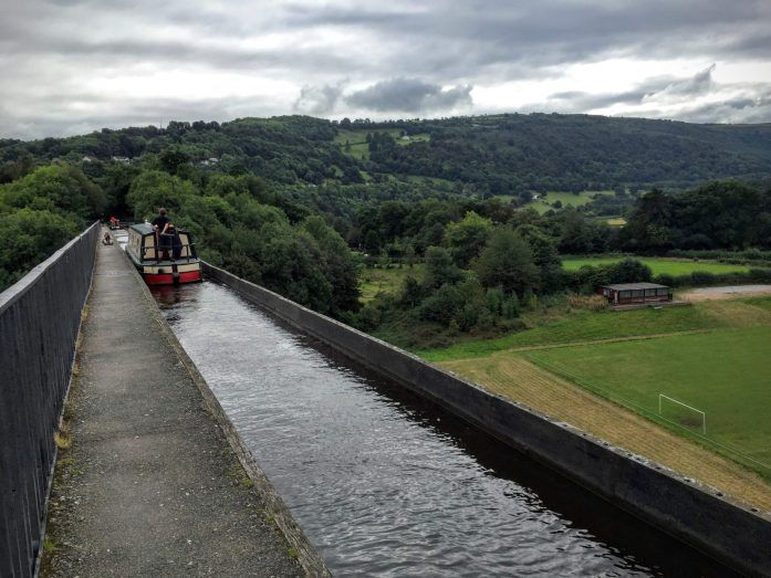 Llangollen and the Pontcysyllte Aqueduct which is a canal bridge towering over the countryside below. There is a lovely walk along the canal from Llangollen town centre to the bridge too. | The Urban Wanderer | Manchester based Outdoor and Travel Blog