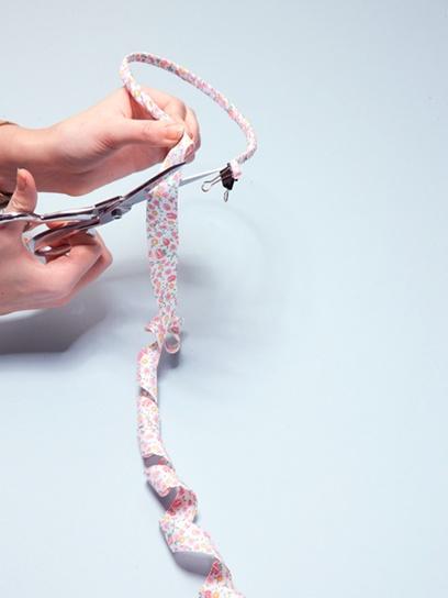 Make your own jeweled ribbon headband with just a few supplies!: Diy Ideas, Ribbon Headbands, Diy Crafts, Button Crafts, Ribbons Bows Buttons, Bows Flowers, Craft Ideas