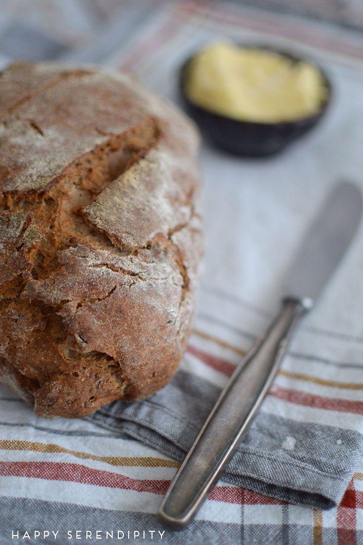 rezept für luftiges brot mit traubenkernmehl, chiasamen und walnüssen mit selbstgemachter butter, pain a la cocotte, brot mit traubenkernmehl chia und walnüssen, selbstgemachte butter, gesundes brot, power brot, happy serendipity