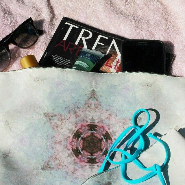 Lazy Sunday with #TrendyArtOfLiving best polish mag #Redream #clutch #print #bag #fashion #Dharma #Sunday #opalanko #relax #niedziela