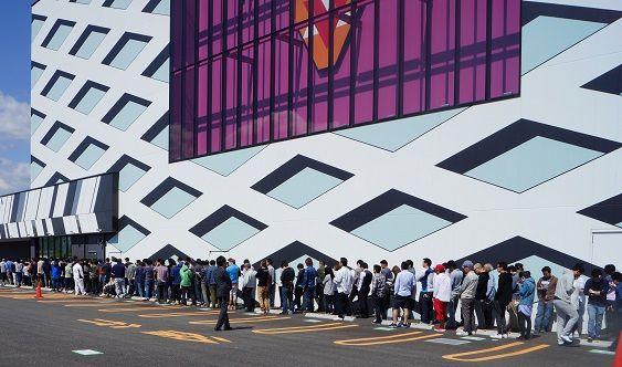5月5日!!本日は黒バラ軍団のタクさんが二度目のご来店です♪ さすがの人気です^^ #vegas1200 #タク #パーラージャンバリ