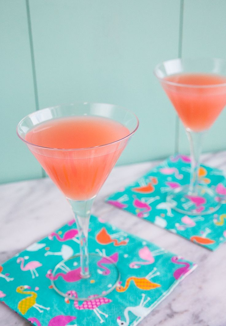 How to Make a Classic Greyhound Cocktail - perfect for your cocktail party - especially for a #MadMen party!