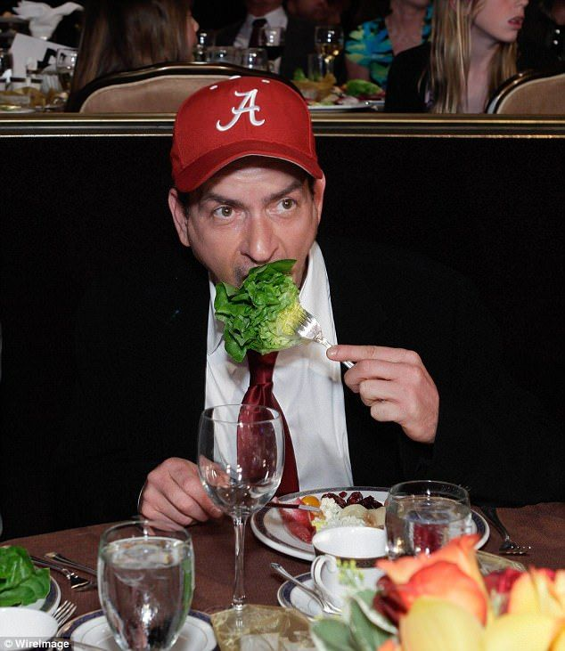 Egészségügyi rúgás: A 51 éves színész már ébredés kora fürödni és jógázni, és ő már eszik rengeteg rizs és zöldség hamburgerek