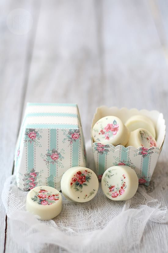 mini oreo covered in chocolate and decorated with chocolate transfer sheets. This lady creates pretty chocolates, cookies & cakes