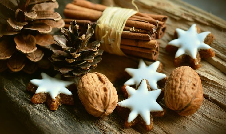 Transform your home this Christmas with natural country-themed decorations!