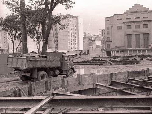 l-do-machado-obras-metro Nossa foto de hoje mostra a verdadeira terra arrasada que se transformou o  Largo do Machado durante as obras do Metrô nos anos 70.