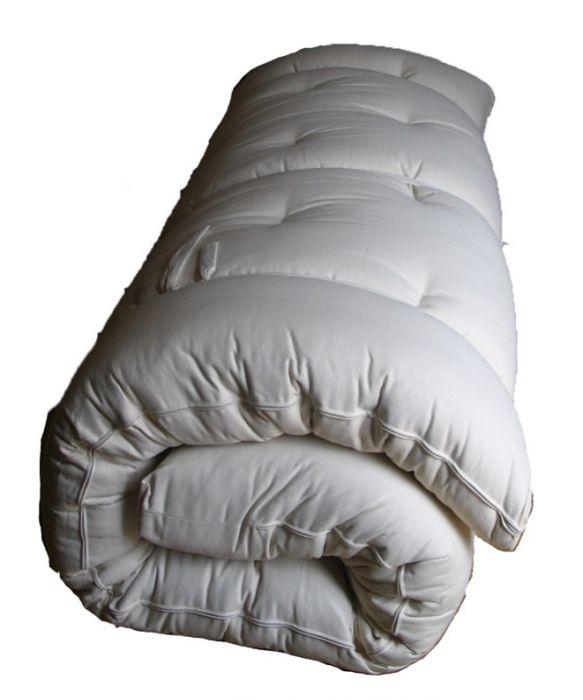 Futon Baby Puro 60x120 ( 3 strati di cotone )  Cod. mocf60120 - Marca:  Futon Baby Puro 60x120 ( 3 strati di cotone )   Il futon è il materasso naturale per eccellenza .   Termoisolante ed anallergico, il futon garantisce una traspirazione continua e ci difende dall'insorgere di campi elettromagnetici, acari e polveri. Trapuntato a mano, ogni futon dispone di una cerniera d'ispezione.
