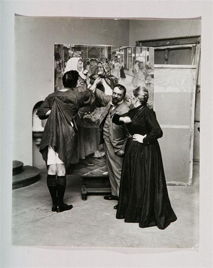 """Franz Hohenberger, Josef Engelhart und Mutter vor dem Gemälde """"Die Blumenmädchen"""" 1903, Fotografie © Wien Museum"""