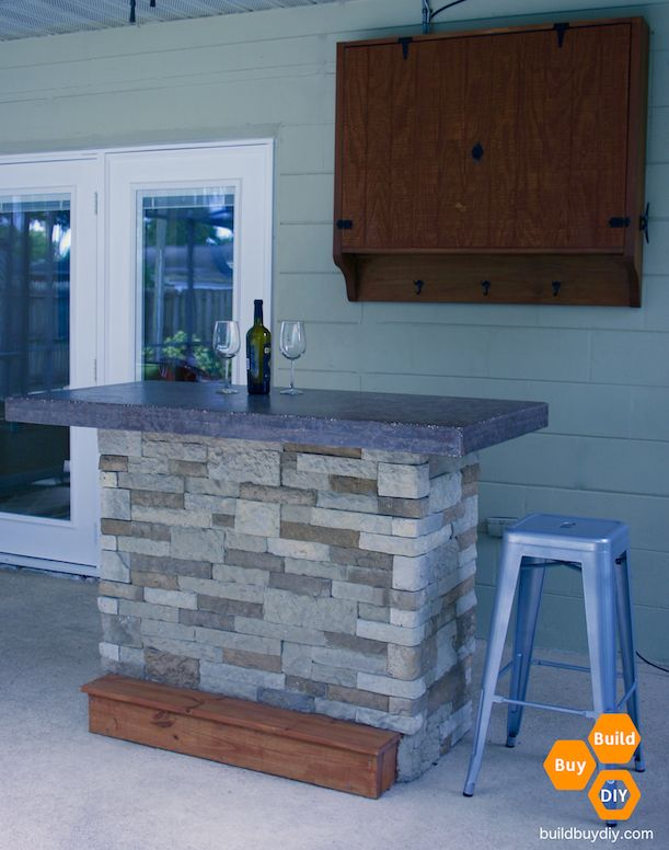 Free DIY outdoor bar plans andinstructions with concrete top.
