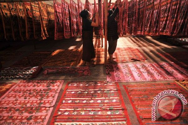 Mengenal Batik Merang Nusantara: Belajar Membatik dan Mewarnai Batik Secara Online Dari Awal Hingga Akhir.