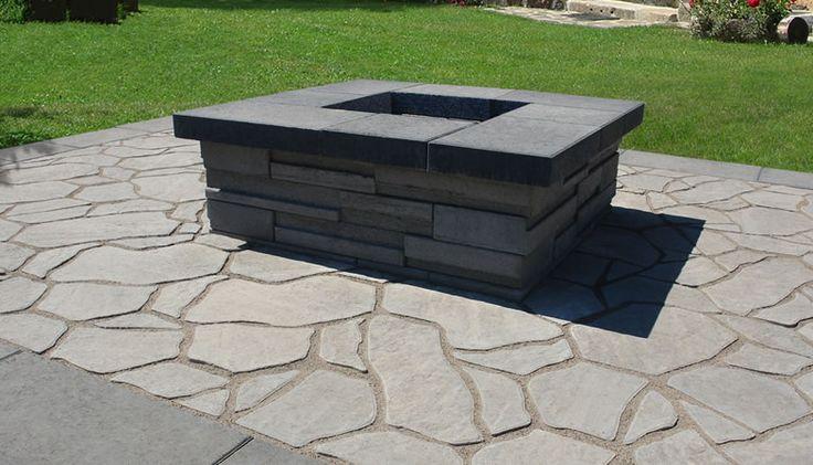 Leeroc Pavés, Briques et Pierres - produit d'aménagement extérieur / paysagement - joli foyer extérieur entouré d'un pavé style pierre des champs