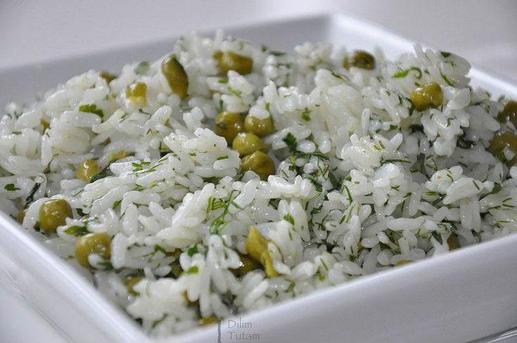 Bezelyeli Pilav                        -  Serap Kılınç #yemekmutfak Bezelye, dereotu ve maydanoz ile pişirilen çok lezzetli bir pilav tarifi...