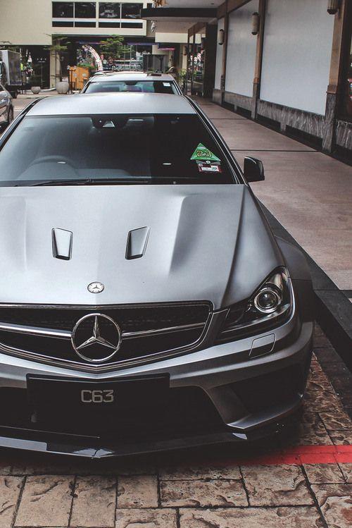 Mercedes-Benze C63 AMG
