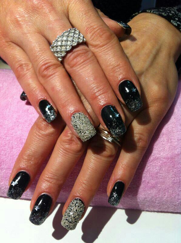 black_silver cavial nail art