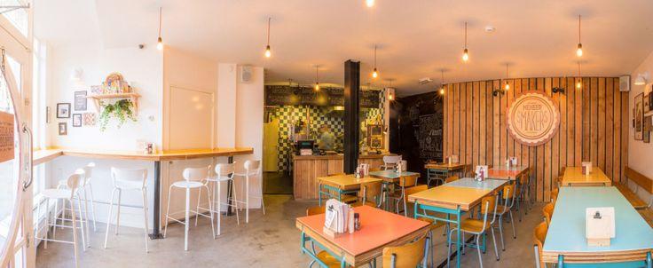 Spots for the weekend: #Vintage #hamburgerbar met zelfgemaakte #inrichting - De eigenaren wilden in hun hamburgerbar voor een #huiskamergevoel van het familiemens 'Meneer Smakers' zorgen. Dit zie je terug in de gezellige #houten #inrichting