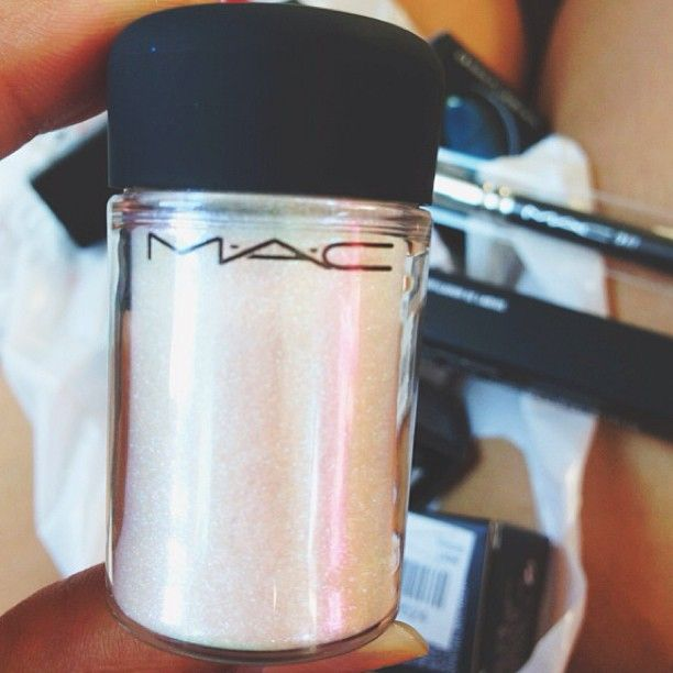 MAC shimmer powder // Great highlight for face and body!