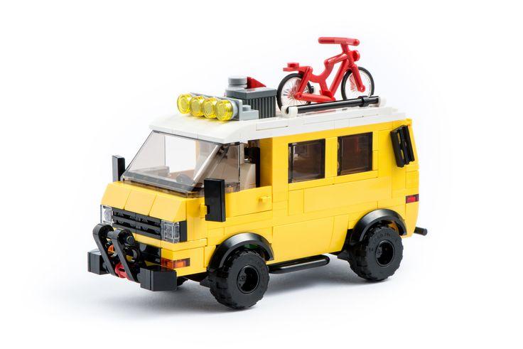 VW T3 Syncro. VW Bus mit Allrad und Gepäck. Gesehen bei Pixel Fox und einige Änderungen vorgenommen, damit der Wagen perfekt in meine Modularwelt und zu den anderen Autos passt. Selbstverständlich passt auch hier eine Minifigur ohne Probleme in das Cockpit. Bauanleitung kann gerne bei mir angefragt werden.