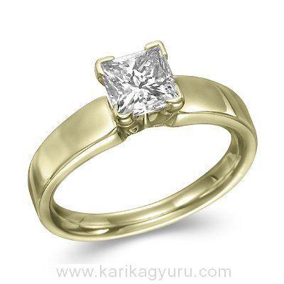 Modern solitaire, egy köves eljegyzési gyűrű, négy karmos 18K sárga arany foglalatban, igény szerint 1,00ct-3,00ct súlyú princess csiszolású gyémánttal.