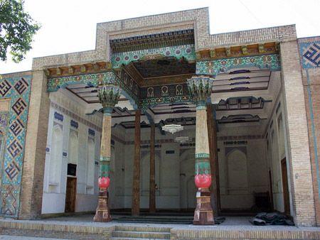 A los primeros siglos de la penetración del islam en Asia Central se refiere la aparición en Samarcanda de los jodzhas de familia árabe Abdi, que se remonta a Usman Califa. Así según las leyendas jodzha Abdi junto al Qusam ibn-Abbas fue entre los primeros predicadores …