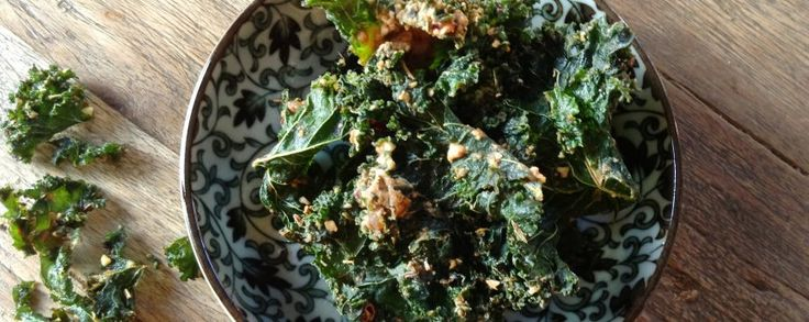 Boerenkool chips homemade #amanprana #noblehouse #bio #natuurlijk #gezond #boerenkool #kool #chips #homemade #zelfgemaakt #hapje #cashewnoten #sojasaus #gember #olijfolie #olie #orac #kruiden #botanicomix #spicy #look