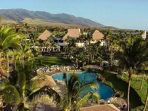 Sheraton Maui Resort: View Looking Towards the Lobby Over the Grounds of the Sheraton Maui Resort