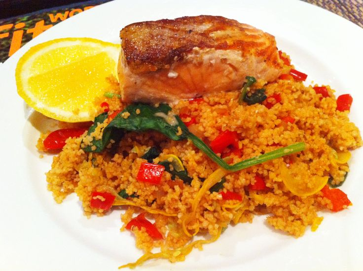 tonight is a super easy and quick to make post-workout meal. whole grain cous cous made on homemade chicken stock, pimentón, garlic, golden shallots, capsicum, yellow zucchini ribbons, baby spinach, grape tomatoes and lemon juice. accompanied by a seriously delicious piece of grilled atlantic salmon. oh yeah!