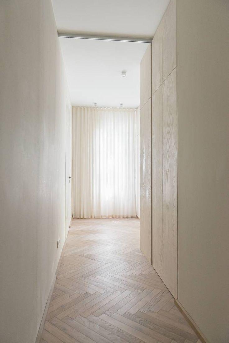 Visgraat eiken vloer, dwars gelegd. Dit geeft een heel ander effect dan met het licht mee leggen!
