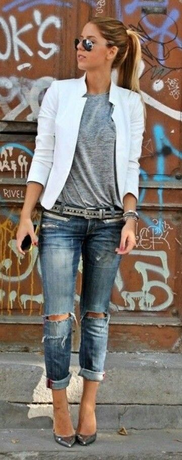 Minus the ripped jeans (again, same wash and color though), I would wear the whole look.