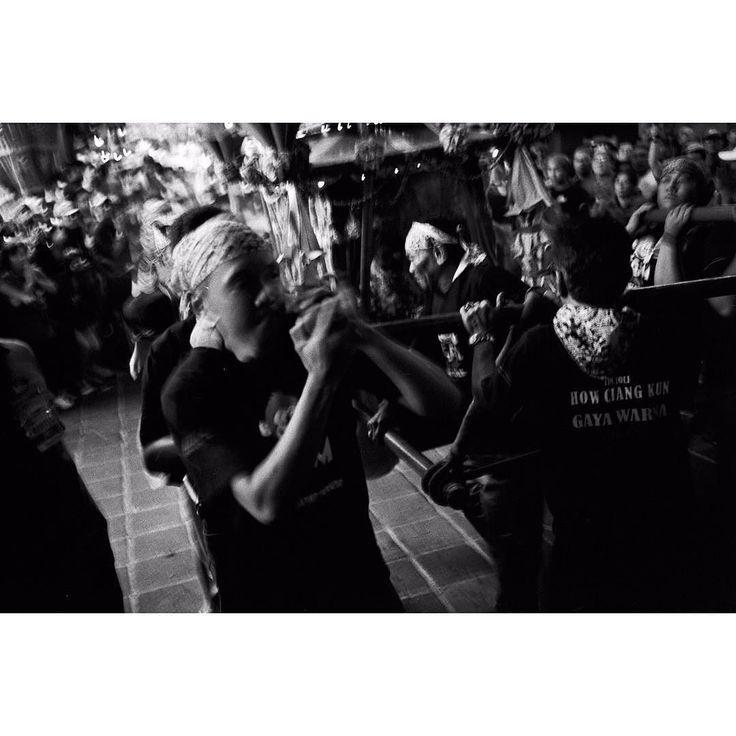 Leica M4 Zeiss Skopar 35mm Kodak TRI-X 400 @800 R09 #analog #analogphotography #film #filmphotography #filmisnotdead #ishotfilm #blackandwhite #blackandwhitephoto #blackandwhitephotography #bw #bws_worldwide #leica #leicacamera #voigtlander #skopar #kodak #kodakfilm #rodinal #street #streetphotography #streetphoto #chinese #cultural #capgomeh #celebration #celebrations by haydenpascal
